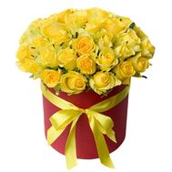 35 yellow roses in a box - flowers and bouquets on vambuket.com