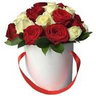 Box of red and white roses - flowers and bouquets on vambuket.com