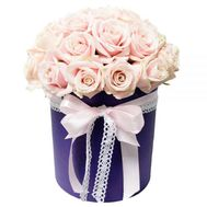 Cream roses in a box - flowers and bouquets on vambuket.com