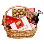 Корзина с конфетами и вином - цветы и букеты на vambuket.com