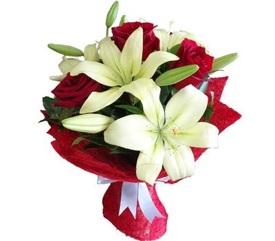 """Bouquet of flowers from 4 roses and 1 lily"" in the online flower shop vambuket.com"