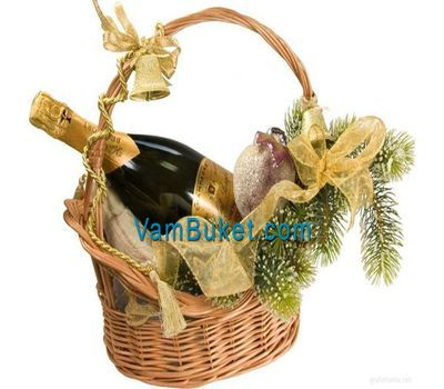 """""""Champagne basket for New Year''s Eve"""" in the online flower shop vambuket.com"""
