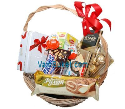 """""""Gift basket of sweets, chocolate and other sweets"""" in the online flower shop vambuket.com"""